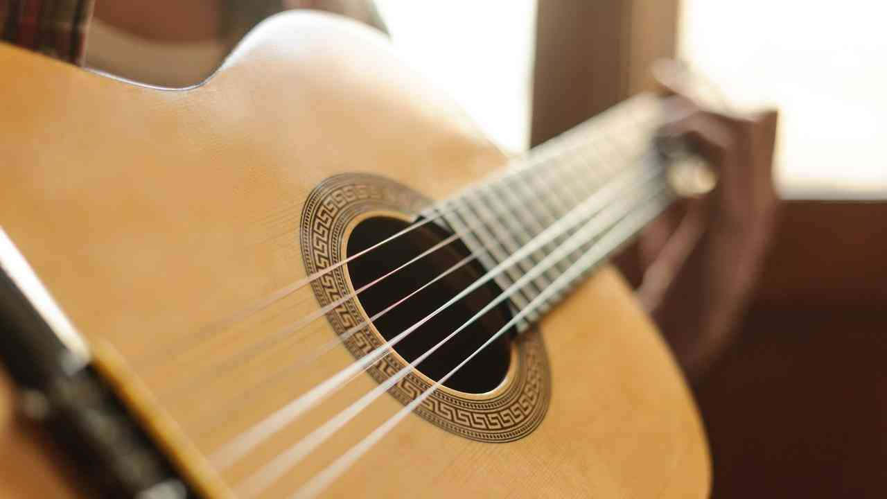 Cara belajar gitar untuk pemula dengan cepat